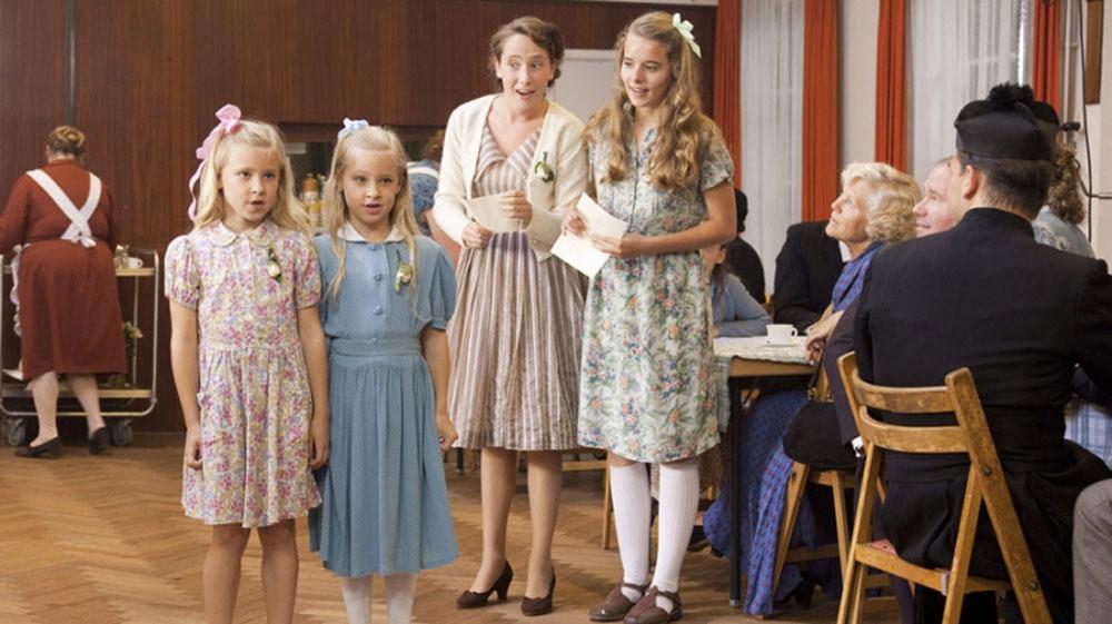 Moeder, ik wil bij de revue (2012)